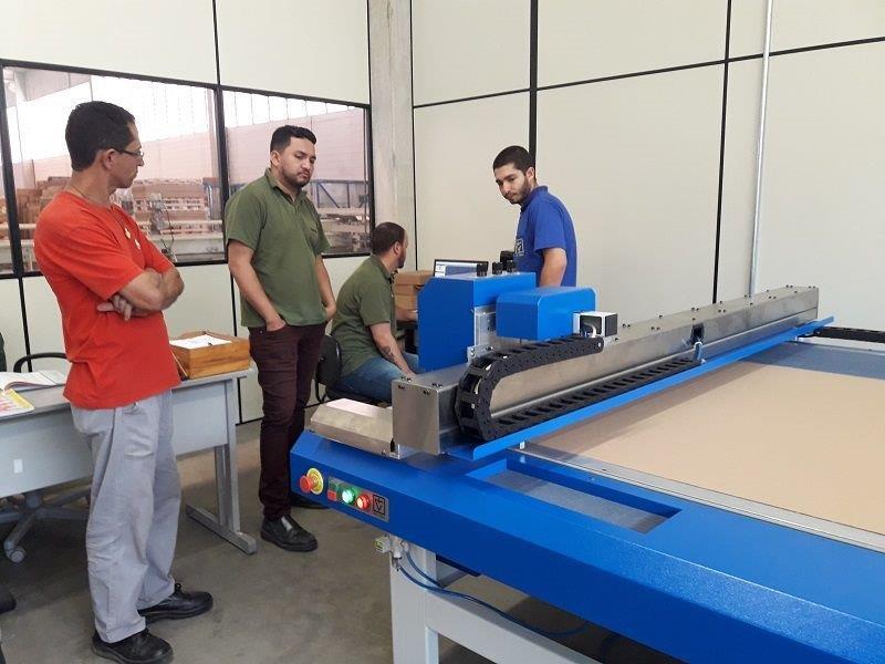 Fabrica plotter de recorte mesa plana