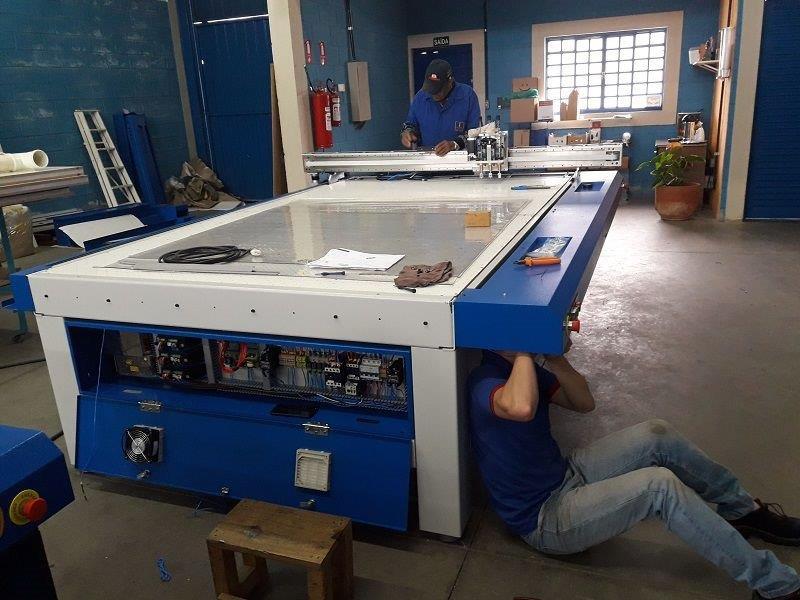 Fabrica plotter de recorte plana