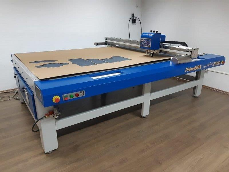Maquina para corte e vinco de papelão
