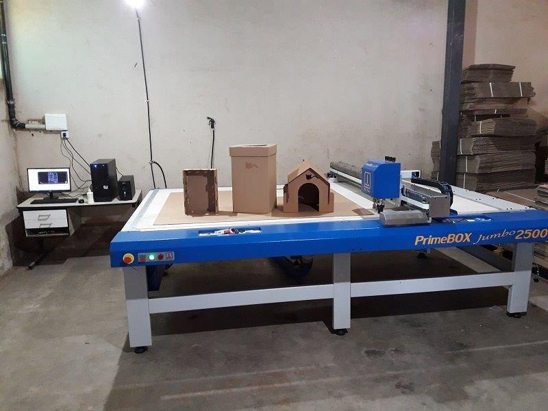 Maquina de corte e vinco plotter