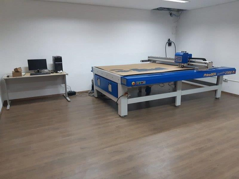 Mesa de corte de papelao
